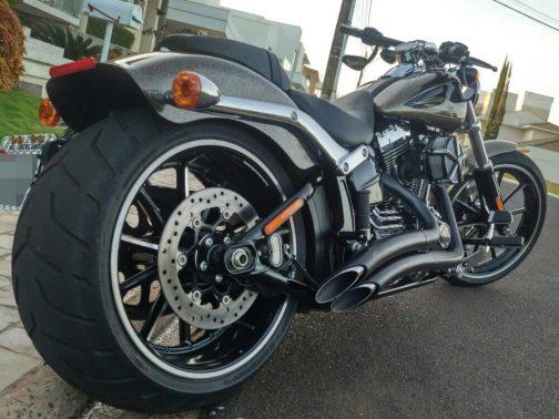 Escapamento para Harley Davidson Breakout K10 Curvo T-Black Corte Lateral