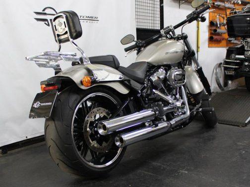 Ponteiras para Harley Davidson Breakout (2018+) Corte Reto Cromadas com Terminais Cromados