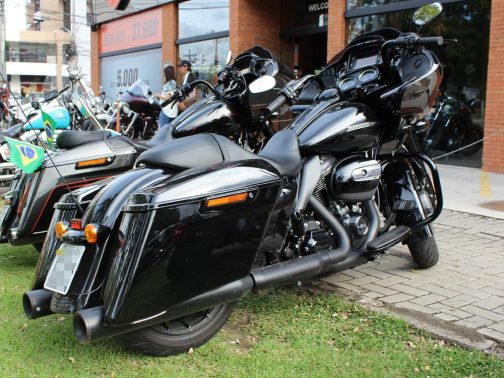 """Ponteiras para Harley Davidson Touring Road Glide Special 4"""" Corte Reto T-Black com Terminais Pretos"""