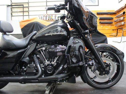 """Ponteiras para Harley Davidson Street Glide CVO 4"""" Corte Reto T-Black com Terminais Especiais e Capa Personalizada"""