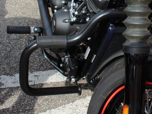 Protetor de Motor para Harley Davidson Softail  Street Bob Moustache Preto com Apoio em Borracha